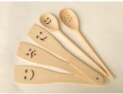Lingură / spatulă lemn cu mustaţă sau zâmbet
